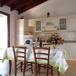 Services: Casa Lantana, kitchen-living room